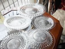 VINTAGE CLEAR HEAVY SPARKLE GLASS CAKE / BREAD & 5 SIDE PLATES UV GREEN GLOW